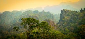 De Mening van de landschapsberg in Khammoun Laos Stock Foto's