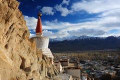 De mening van de Lehstad van Leh-Paleis, Leh, Ladakh, India Royalty-vrije Stock Foto's