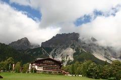 De Mening van de Lift van Dachstein stock foto's