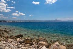 De mening van de Loutrakistad van Egeïsche overzees in Griekenland Royalty-vrije Stock Foto