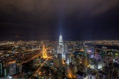 De mening van de nacht in Kuala Lumpur Royalty-vrije Stock Afbeeldingen