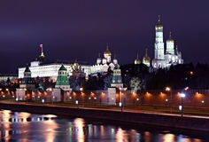De Mening van de nacht in Moskou het Kremlin stock foto