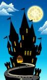 De mening van de nacht over kasteel op heuvel Stock Afbeeldingen