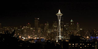 De Mening van de nacht over Seattle de stad in Stock Afbeelding