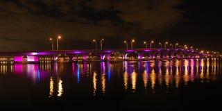 De Mening van de nacht van de Brug van Miami aan het Strand van het Zuiden Stock Fotografie