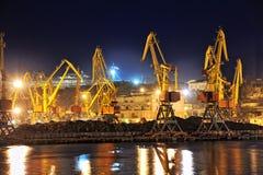 De mening van de nacht van de industriële haven Royalty-vrije Stock Fotografie