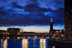 De mening van de nacht van de stad van Stockholm Royalty-vrije Stock Afbeelding