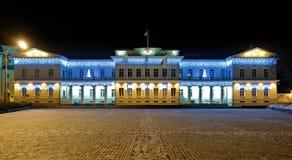 De mening van de nacht van het Presidentiële Paleis in Vilnius, Litouwen Stock Fotografie