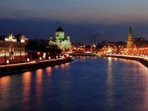 De mening van de nacht van Moskou, Russische Federatie Stock Foto's