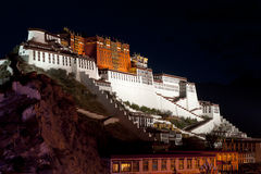 De mening van de nacht van Paleis Potala in Lhasa, Royalty-vrije Stock Foto