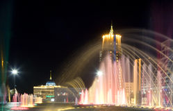 De mening van de nacht van plaats Bayterek in Astana. Kazachstan Royalty-vrije Stock Afbeeldingen