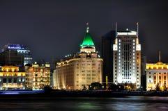 De mening van de nacht van van de Bedrijfs dijk van Shanghai gebouwen Stock Foto's