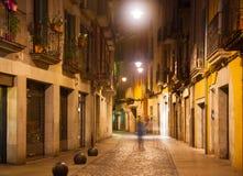 De mening van de nachtstraat van Girona Stock Fotografie
