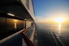 De mening van de ochtend van dek van cruiseschip. Royalty-vrije Stock Afbeeldingen