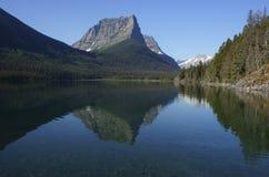 De mening van de oever van het meer Royalty-vrije Stock Foto