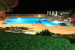 De mening van de pool bij nacht Stock Fotografie