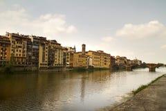 De Mening van de Rivier van Florence Italië Stock Foto's