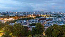 De mening van de schemer over Parijs van de toren van Eiffel Stock Fotografie