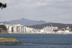 De mening van de Tongyeongstad van Tongyeong-strand stock fotografie