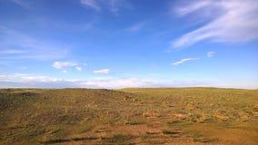 De mening van de Transsiberische trein in Ulaanbaatar, Mongolië stock footage