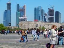 De mening van de Vereringsheuvel (Poklonnaya Gora) De Dag van de overwinning in Moskou Stock Foto