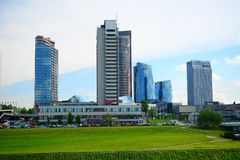 De mening van de Vilniusstad van Neris-rivierraad Royalty-vrije Stock Fotografie