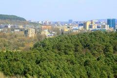 De mening van de Vilniusstad van Neris-rivierraad in Lazdynai-district stock afbeeldingen