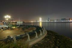 De mening van de waterkant in Abu Dhabi stock afbeelding