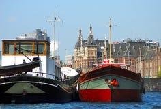De mening van de waterkant over centrum van Amsterdam, Holland royalty-vrije stock fotografie