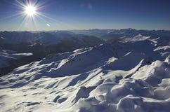 De mening van de winter vanaf de bovenkant van de berg Royalty-vrije Stock Foto's