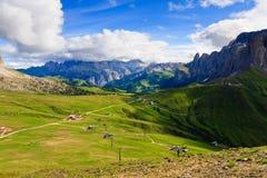 De mening van de zomer van de vallei van het Dolomiet Stock Afbeeldingen