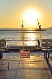 De mening van de zonsondergang van de veerboot aan de Krim en plat Stock Foto's