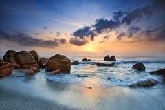 De mening van de zonsopgang bij kust Kuantan Maleisië Stock Foto