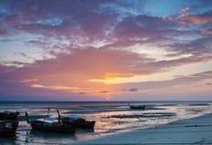 De mening van de zonsopgang van eiland PhiPhi Stock Afbeeldingen