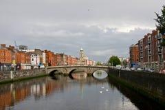 De mening van Dublin met Liffey-Rivier, Ierland Stock Afbeelding
