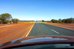 De mening van een auto met een bonnet in Westelijk Australië met een effect van het motieonduidelijke beeld stock fotografie