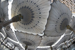 De mening van Fisheye van reuzeparaplu's in Masjid Nabawi Royalty-vrije Stock Foto's