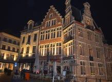 De mening van de gebouwennacht overdacht water in Gent, België op 5 November, 2017 royalty-vrije stock foto's