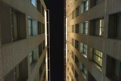 De mening van de de hemelbodem van de de bouwarchitectuur royalty-vrije stock foto