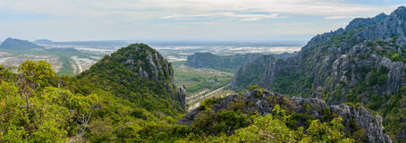 De mening van het bergketenlandschap van Khao Dang Viewpoint, Sam Roi Yo Royalty-vrije Stock Afbeelding