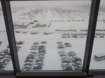 De mening van het bureauvenster bij het de winterparkeren Stock Fotografie