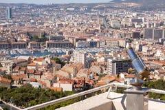 De mening van het dak van Marseille met telescoop Stock Afbeelding