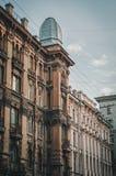 De Mening van het Europese huis met venster Reis in Heilige Petersburg, Rusland Royalty-vrije Stock Foto