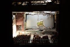 De mening van het gebroken scherm van venster in het verlaten theater in Taiwan Royalty-vrije Stock Afbeeldingen