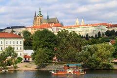 De mening van het historische kwart Hradschin in Praag royalty-vrije stock afbeelding