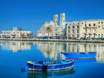 De mening van het landschap. Haven van Molfetta. Apulia. stock foto