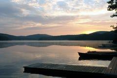De mening van het meer bij 6am Royalty-vrije Stock Fotografie
