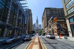 De Mening van het noordenbroadway van Stadhuis in Philadelphia Stock Foto's