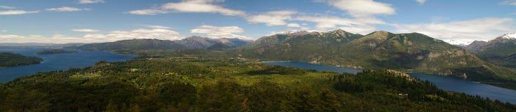 De mening van het panorama van Barioche en zijn meer, Argentinië Stock Afbeeldingen