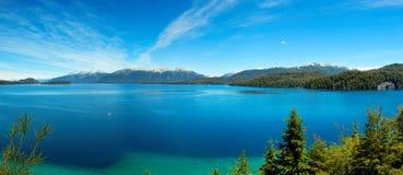 De mening van het panorama van het Meer van Nahuel Huapi, dicht bij Bariloche, Argentinië Stock Afbeeldingen